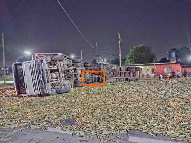 Un herido al volcar un camión en el acceso norte a Monteros (VIDEO)